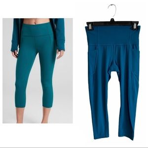Athleta salutation stash pocket capri teal